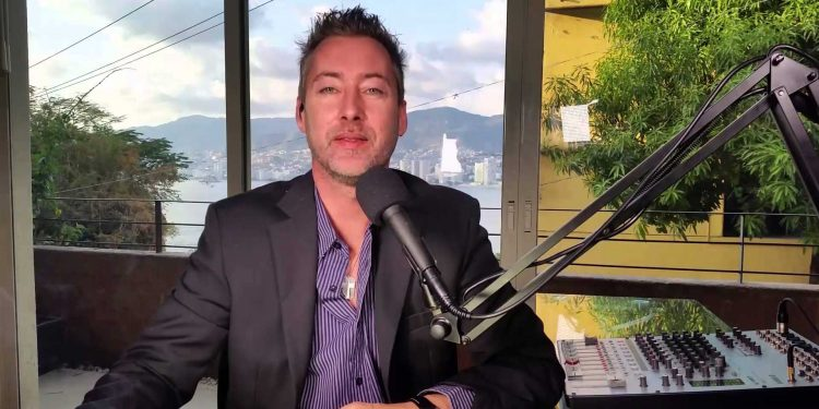 Jeff Berwick is a libertarian and anarchocapitalist blogger, the creator of The Dollar Vigilante, Anarcho Podcast, and Anarchapulco. We sat down to understand his views - and his gameplan for when shit hits the fan.